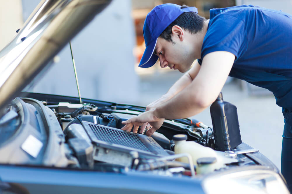 Auto Body Shops Have A Mechanic That Can Help You